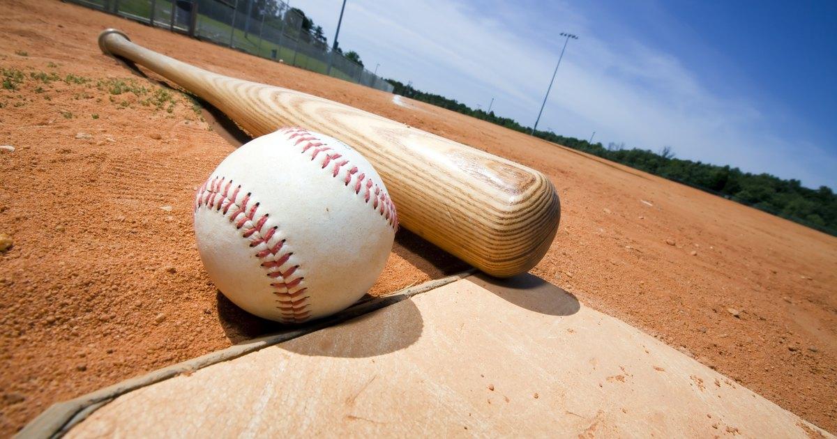 Determining the Best Batting Lineup for Co-Ed Softball   LIVESTRONG.COM