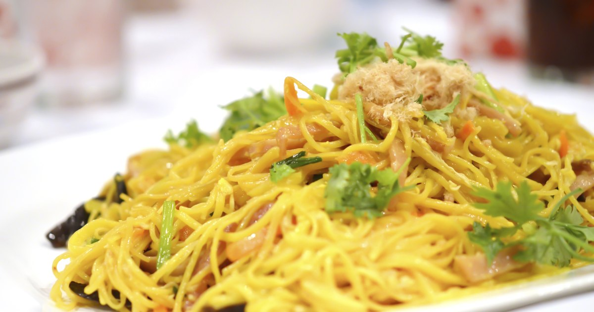 Calories in Lo Mein Chinese Food | LIVESTRONG.COM