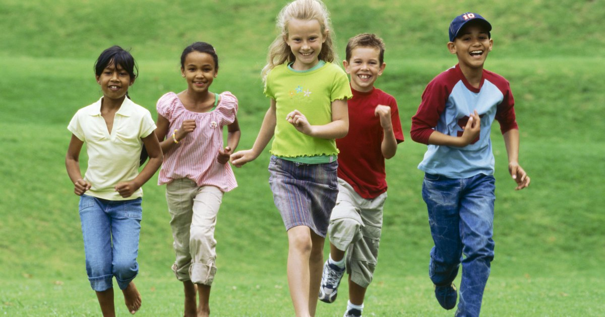 promote young children physical activity and Different activities promote physical development in preschool children overview large muscle skills, or gross motor skills, necessary for running and throwing, develop faster than fine motor development skills, which progress at a slower pace at this age.