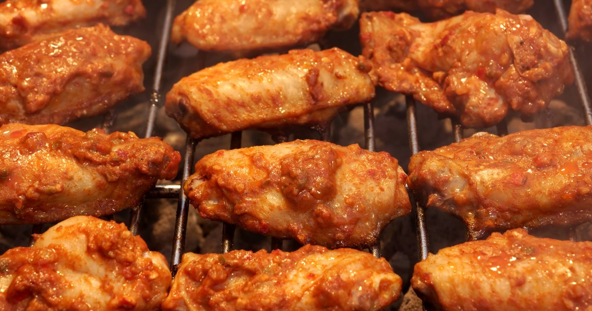How to Cook BBQ Wings on a Gas Grill