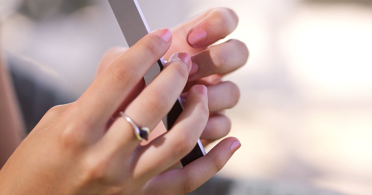 Reasons for White Lines on the Nails | LIVESTRONG.COM