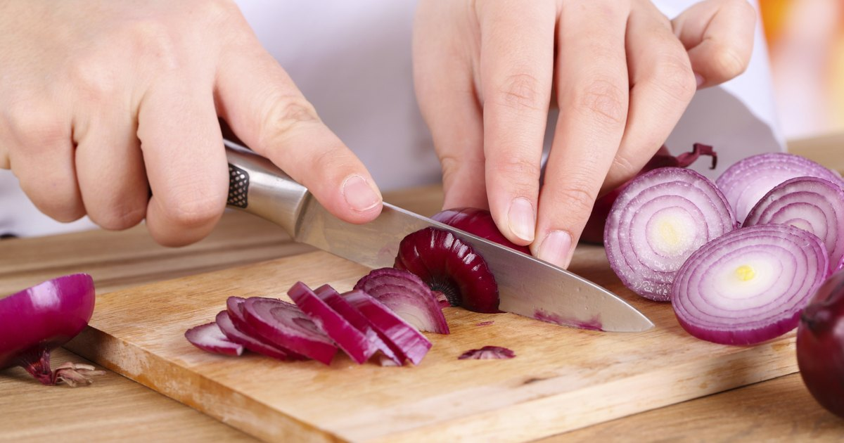 Is It Dangerous to Cut Onions a Day Before Cooking Them ...