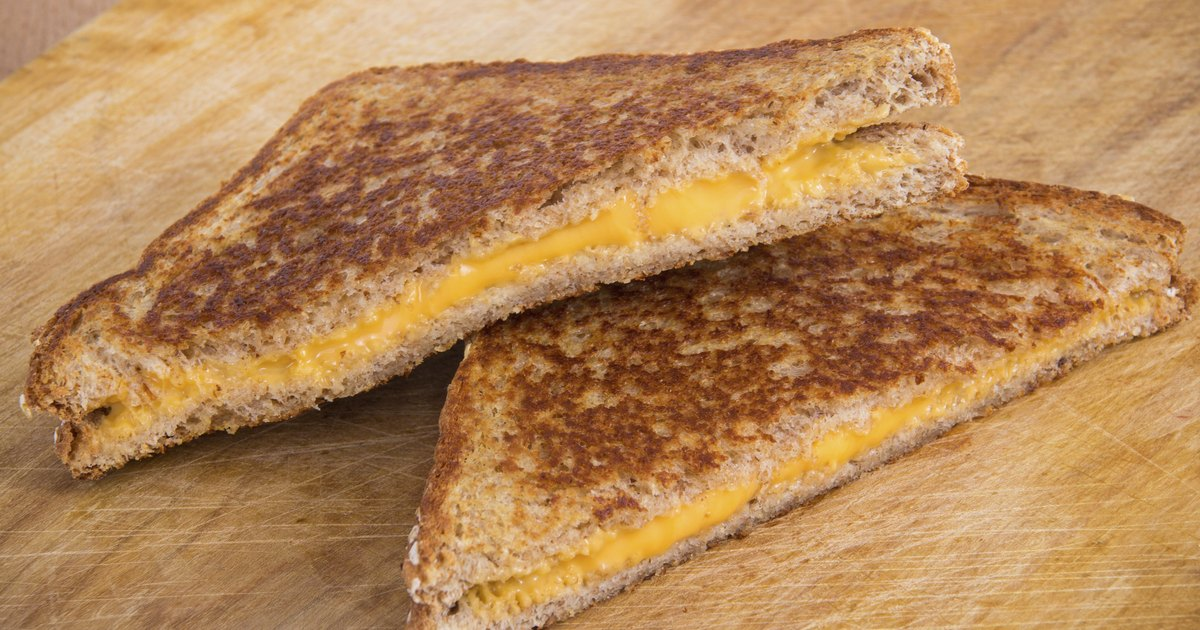 how many calories are in a grilled cheese