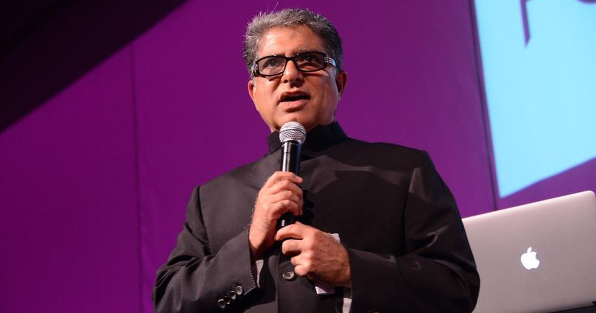 Deepak Chopra's One-Minute Meditation You Can Do at Your Desk