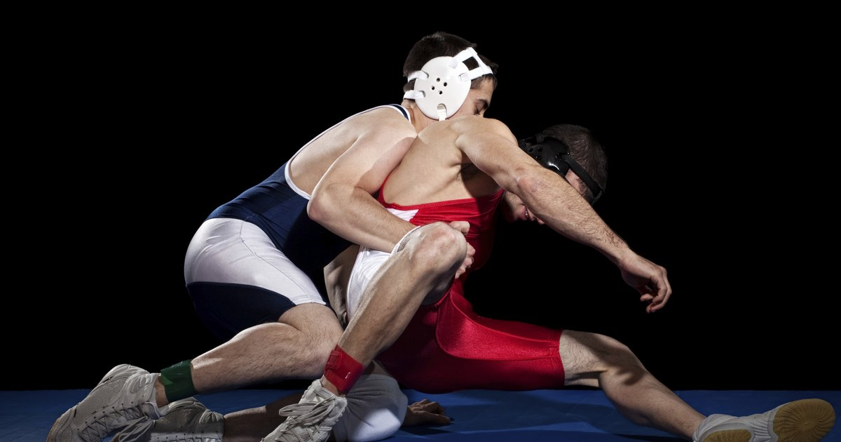 wrestlers cutting weight Much of the discussion of cutting weight in wrestling -- on both the pro and con sides -- focuses on the short-term effects of the practice however, research into eating habits and disorders indicates that cutting weight may have effects that last long after the end of your last competitive match.