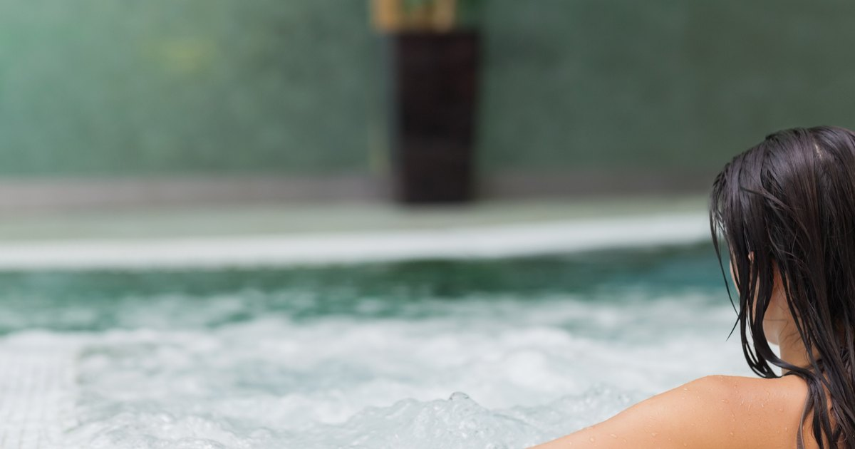 How Many Calories Are Burned in a Hot Tub?