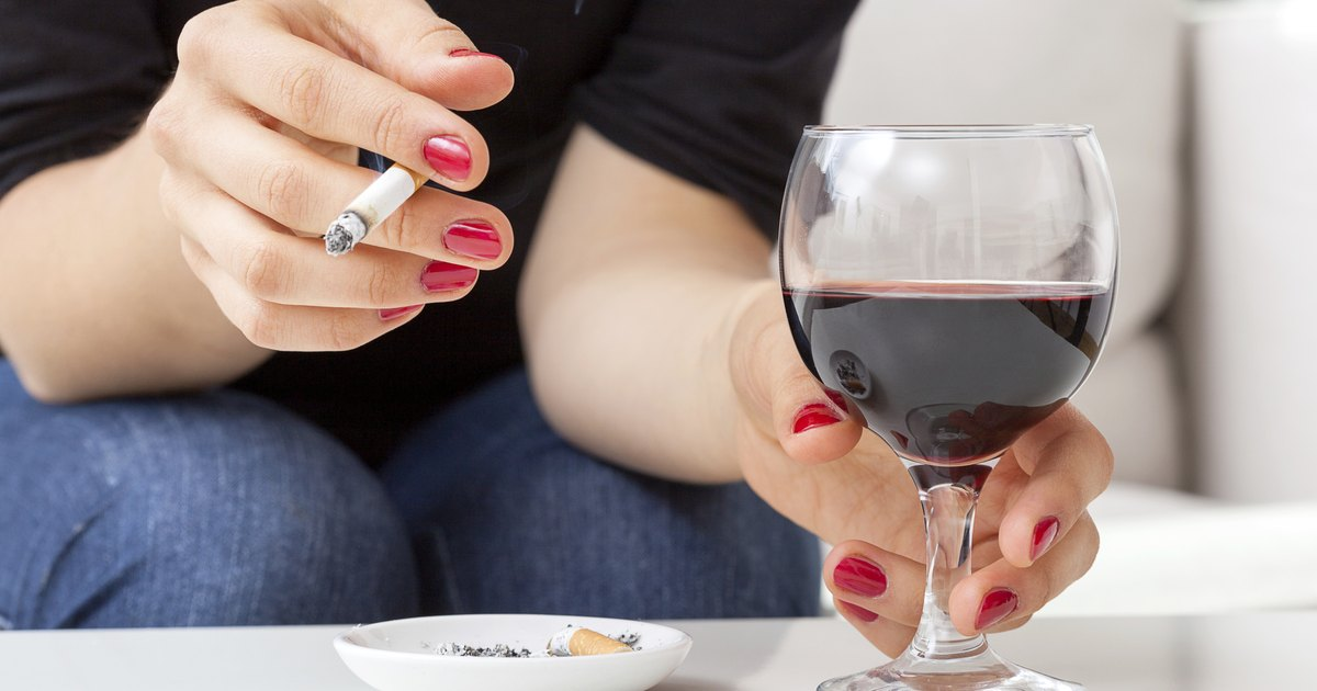 alcoholism and smoking Information about dementia risk and the effects of alcohol and smoking smokers are at greater risk for mental decline than nonsmokers and quitting may reduce this risk.