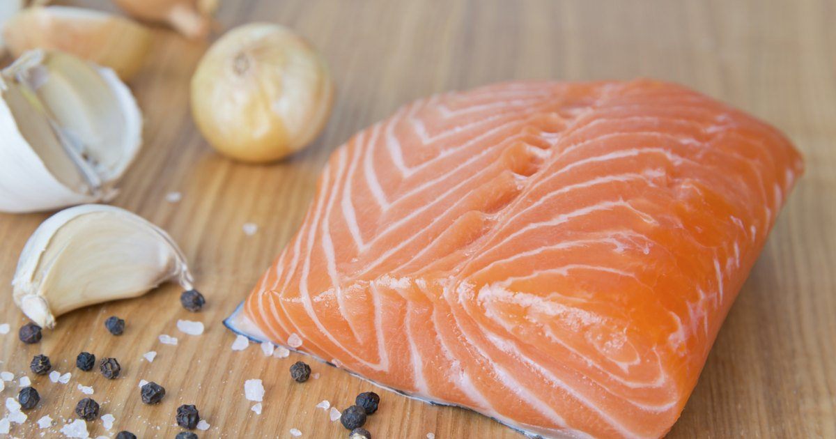 the health benefits of salmon 7 health benefits of salmon to improve your vitality from heart health to brain development find out why you should up your salmon intake this summer by julie daniluk, rhn updated apr 8, 2016 8.