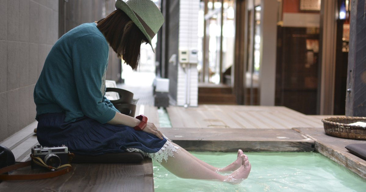 What Are the Benefits of Soaking Feet and Reflexology?