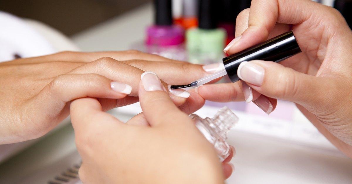 The Best Way to Strengthen Fingernails   LIVESTRONG.COM