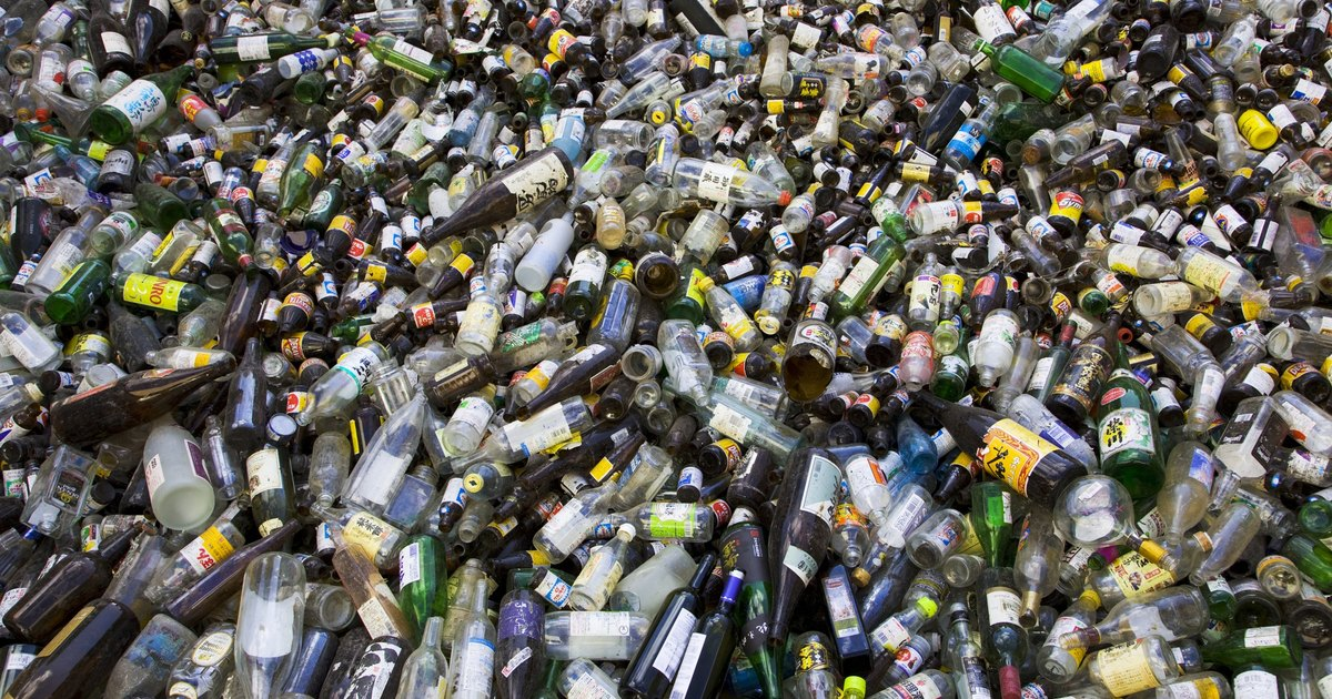 plastic recycling essay Although recycling programs in the united states have become modern landfills must also be lined with clay and plastic download the pdf version of this essay.