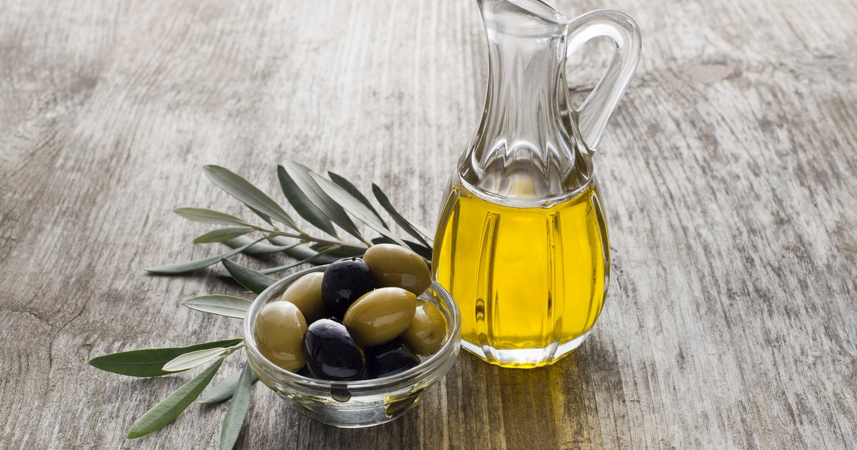 Aug 29, · Olive oil can be used as a drop to soften and remove ear wax. The steps to use olive oil drops are: Step 1: Take warm or hot water in a saucepan (1/2 to 2/3 full). Pour a couple of spoonfuls of olive oil in a glass and put it in the warm water in the saucepan. Let the olive oil heat to either room temperature or slightly warm than that.