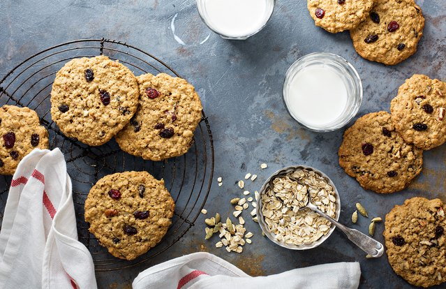 5 Ingredient Oatmeal Raisin Cookies