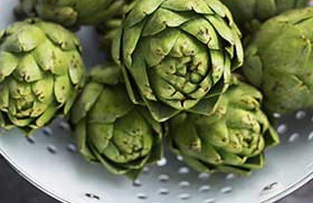 Steamed Artichoke with Olive Oil and Lemon Dipping Sauce