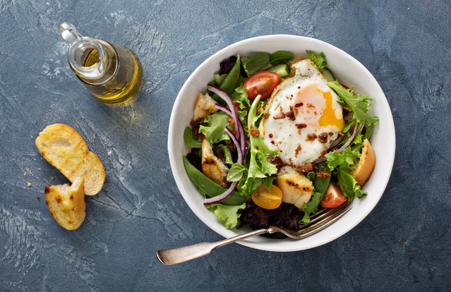 Make-Ahead Vegetarian Breakfast Salad with Eggs