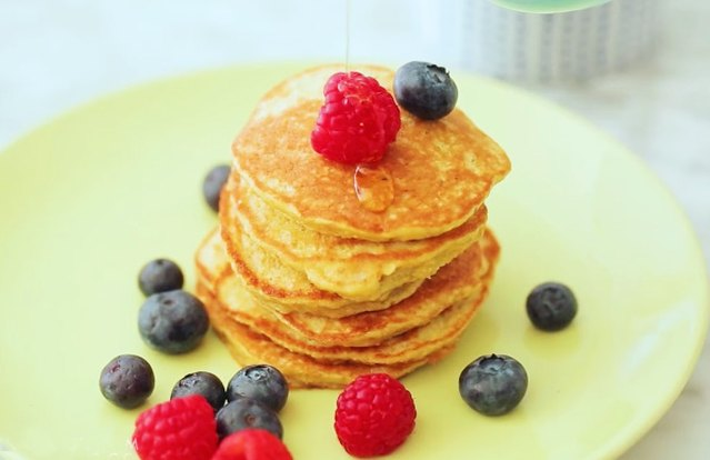 4-Ingredient Banana Pancakes