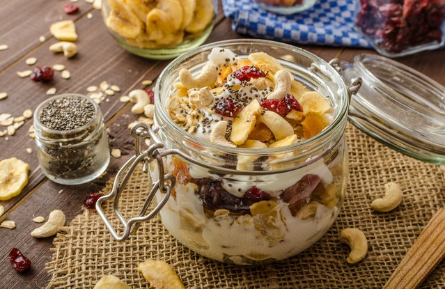 Vegan Banana-Berry Granola Parfait in a Jar