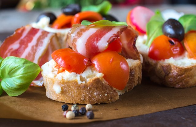 BLT White Bean Bruschetta Spread