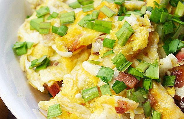 Amanda Russell's 4 Minute Ham, Cheddar & Chive Scramble