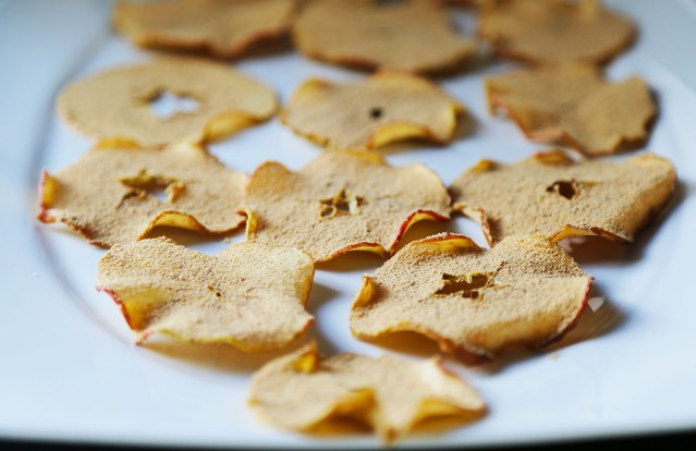 Chai, Malt and Peanut Butter Powdered Apple Chips