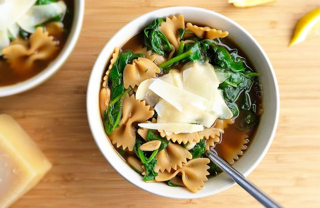 Garlicky Italian White Bean, Spinach and Pasta Soup