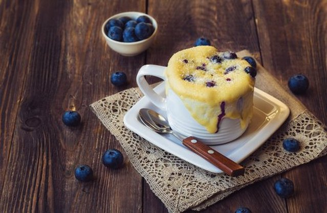 No-Flour Blueberry and Oatmeal 3-Minute Microwave Muffin