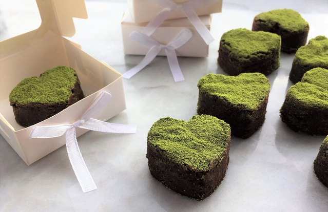 Brownie Bites With Matcha Dust