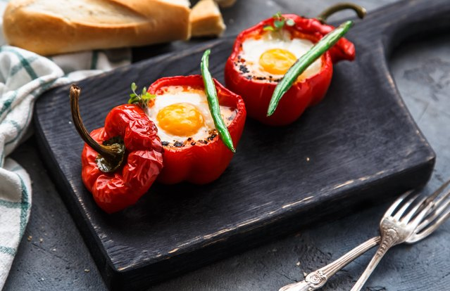 Baked Eggs in Pepper Cups