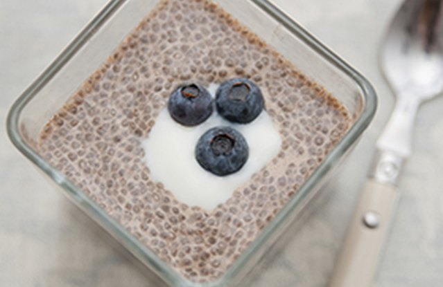 Chia and Quinoa Blueberry Breakfast Parfait