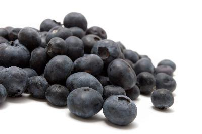 Blueberries and raspberries are rich in fiber and low in calories.