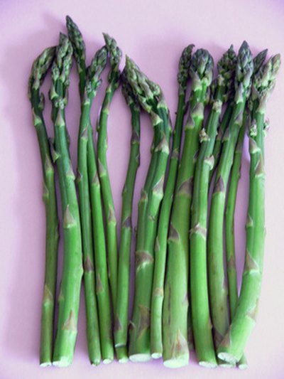 Asparagus contains anti-aging and detox benefits.