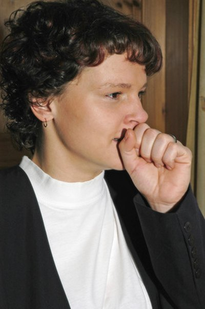 How to Loosen Mucus & Phlegm in a Dry Cough