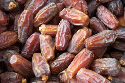 The sugar content of dates is higher than glucose.