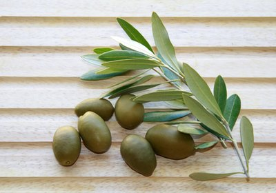 Olive oil has anti-inflammatory properties.