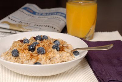 Oatmeal provides healthful complex carbohydrates.