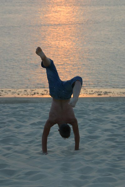How to Do a One-Handed Handstand
