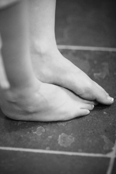 How to Treat Dry, Cracked & Peeling Feet Naturally