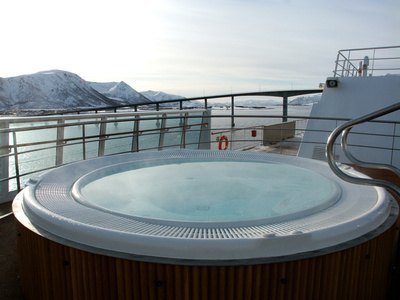 What Are the Benefits of Sitting in a Jacuzzi?
