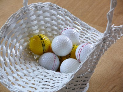 Commercial range balls are easily identied by their stripes.