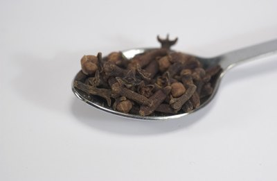 Clove oil can reduce inflammation.