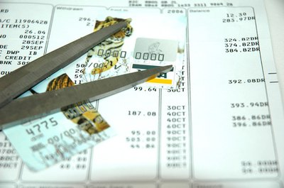 How to Remove Closed Accounts From Your Credit Report