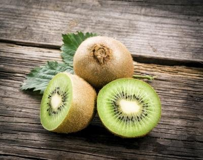 Kiwi contains vitamins C and E.