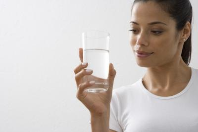 Water consumption is a beneficial way to maintain kidney health.