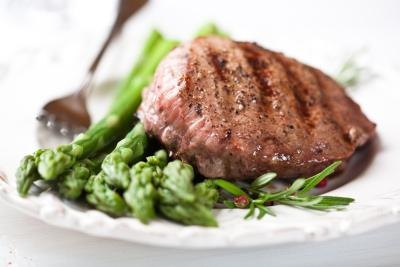 Grilled steak with asparagus.