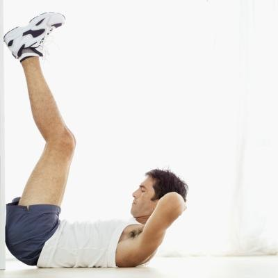 Man doing leg crunches.