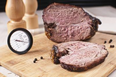 Meat thermometer and roast