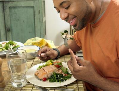 A meal with adequate calories is necessary to speed up wound healing.