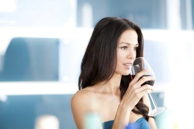 How to Avoid Bloating and Abdominal Pain After Drinking Wine