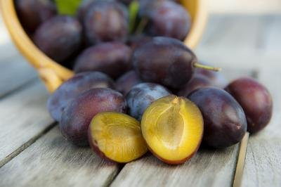 Plums are a healthy snack.