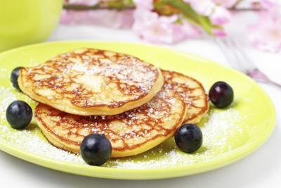 Pancakes with blueberries and powdered sugar